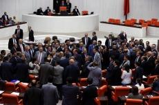 Mecliste küfür gerginliği