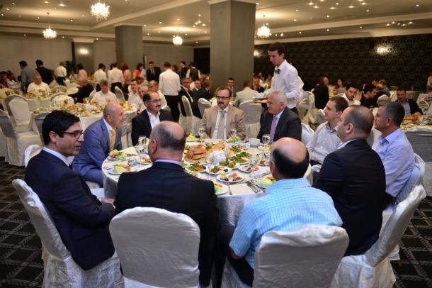 Şahinler Holding'ten üç ilde iftar yemeği